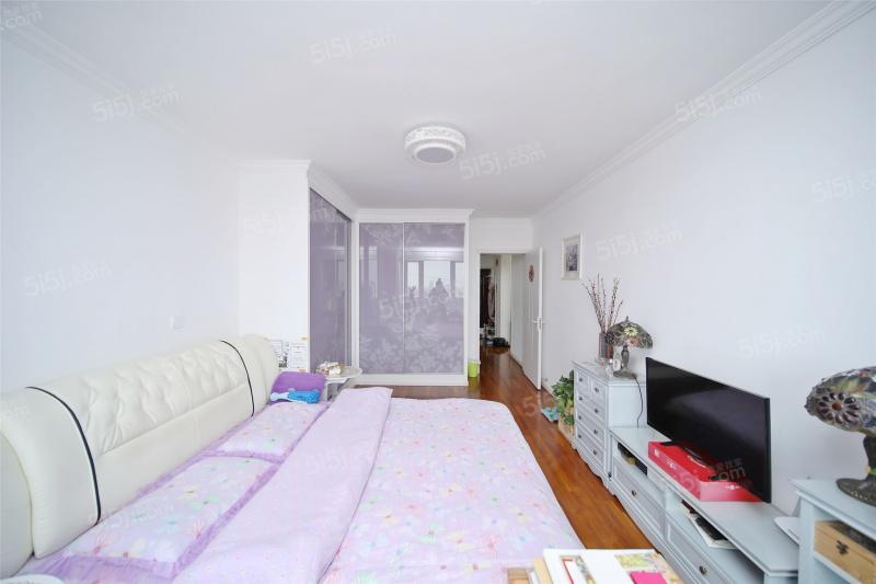 金梅公寓电梯高层景观房满二年,房东自住精装修,诚心出售