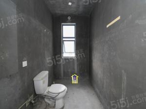 太湖新城,南北通透,毛坯大三房,客厅挑高六米!复式跃层