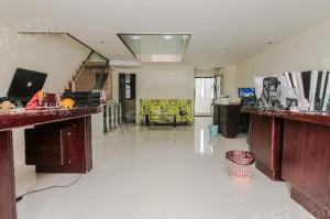 汇金新地 简装两房 位置安静 采光好 诚心出售看房方便