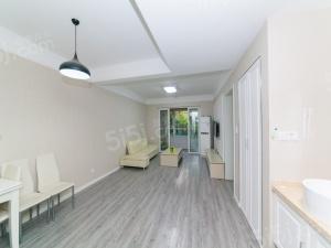 品质小区精装房,拎包入住,环境优美,户型正气,信成学區