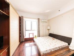 万达公寓,统一精装修,中上楼层,采光佳,诚心出售