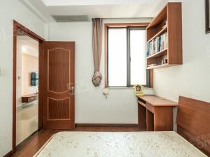 旁中邦城市 精装两房 开间朝南,七米阳台,全屋净水。