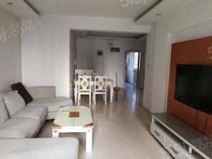 绿岛精装修两室,不要高价,爱干净的还可优。惠。