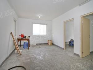 环境好,房龄新,南北通透,三房中间楼层,采光好