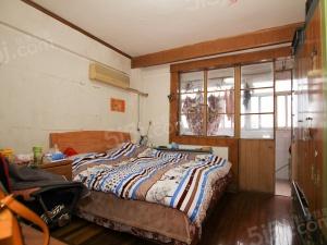 此房两室一厅南北通透,中高楼层,生活交通便利。