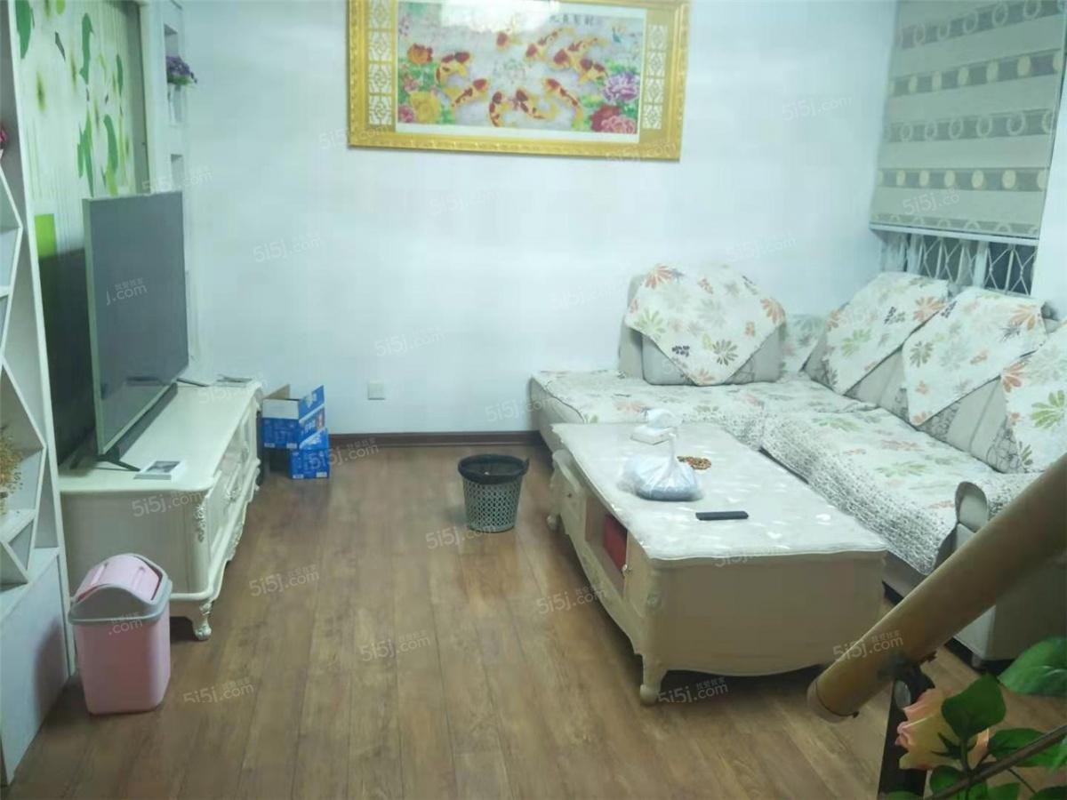 禄口江山星汉城简装四房 满两年带阁楼 诚意出售 看房方便