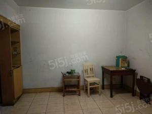 上里东新村精装两室,拎包入住。