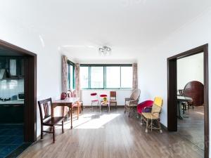 桃源居总高7楼的三楼 两房朝南 客厅带东窗