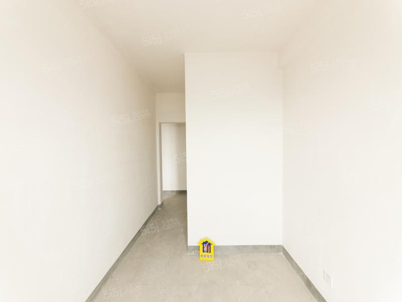 纯毛坯原生态小三房三开间朝南 满二 未用二手房