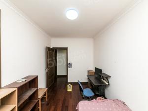 (付70买金色大3房)房型好,使用面积达130平,诚心出售